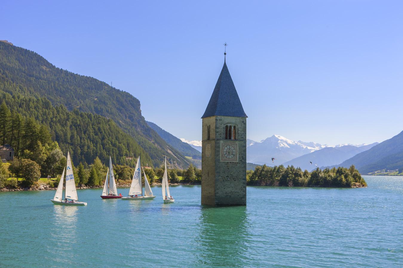Il campanile di Grauno nel lago di Resia